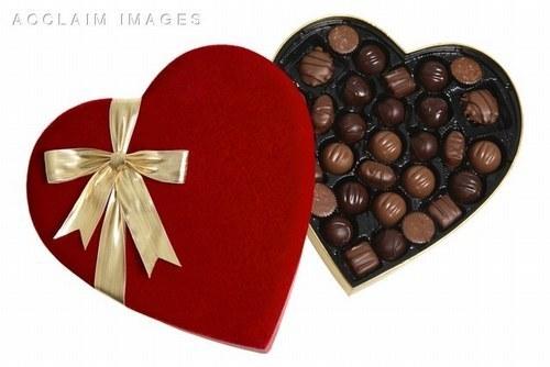 488307_NR5ITWXKMUFM5DWA1J2A7REFN4JELW_coeur-en-boite-de-chocolat_H191703_L